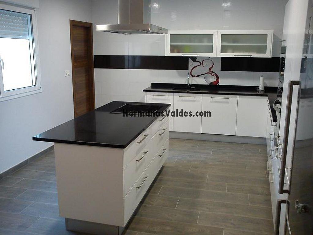 Muebles de cocina hermanos vald s armarios y for Zocalos de aluminio para muebles de cocina
