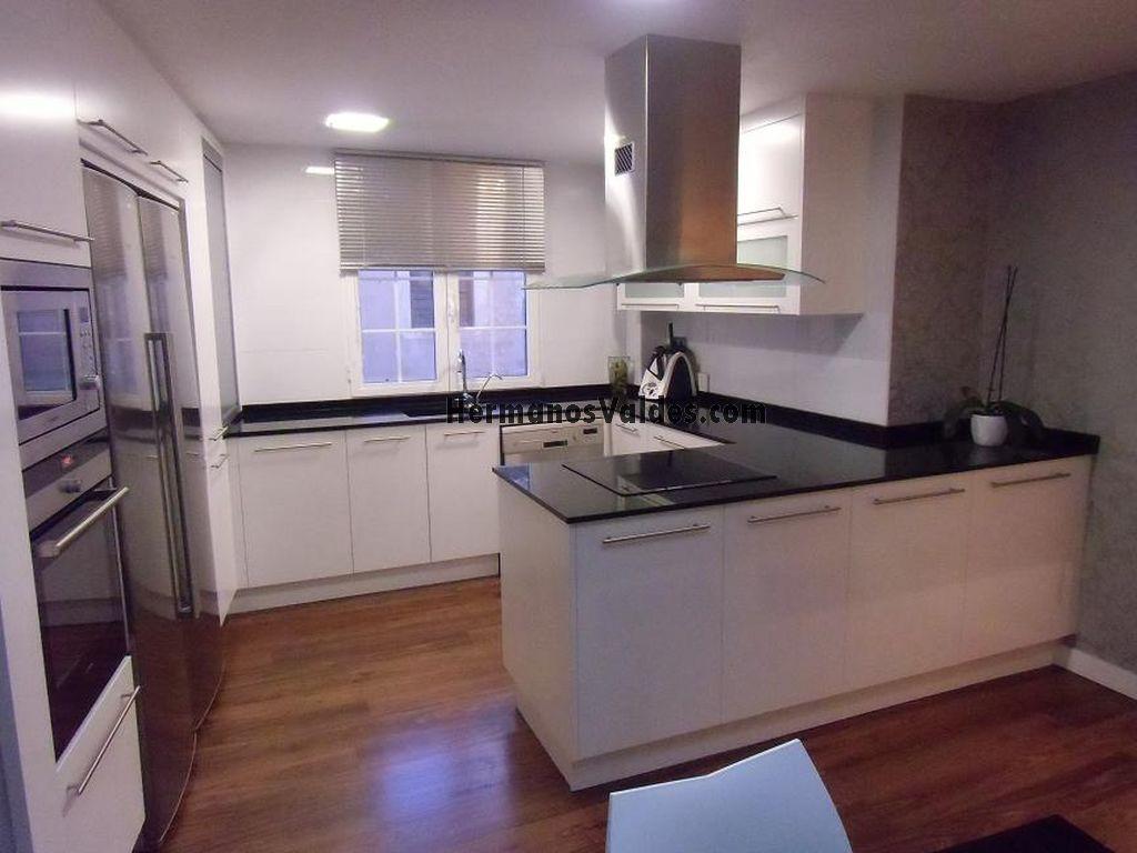 Muebles de cocina hermanos vald s armarios y - Cocinas con peninsula ...
