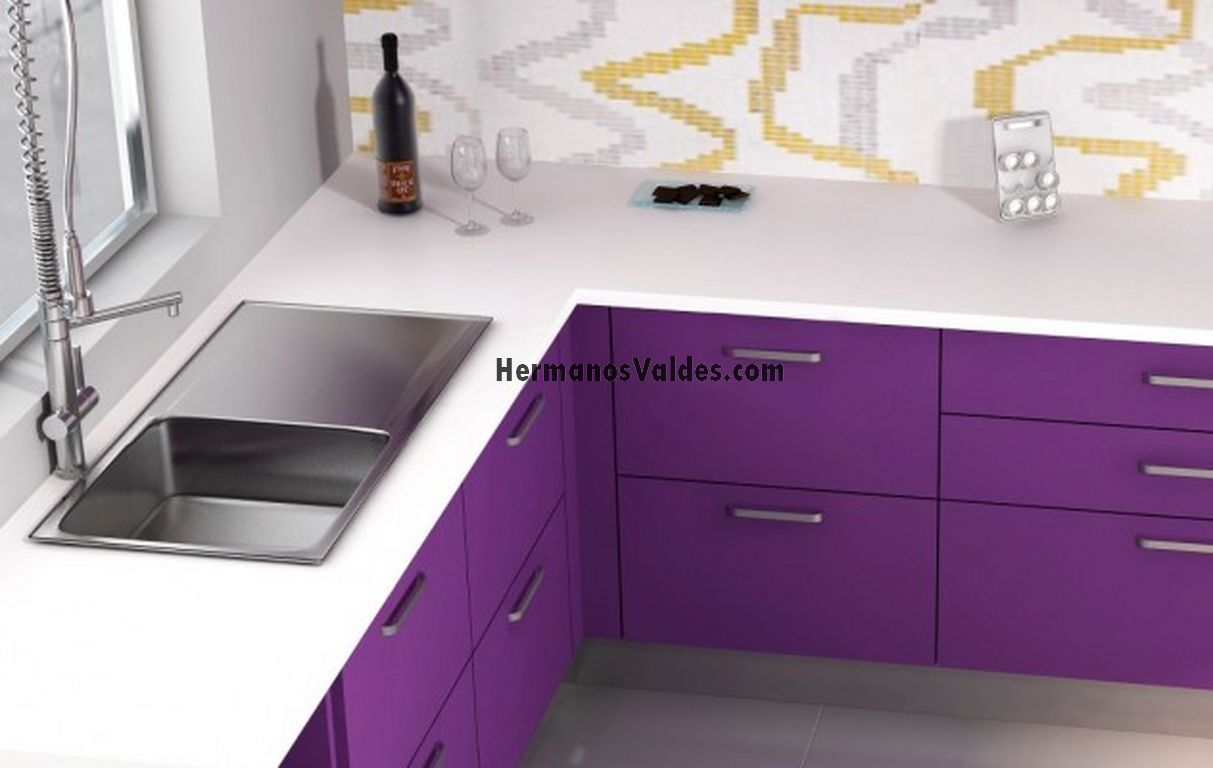 Muebles de cocina cocinas en kit hermanos valdes for Zocalos de aluminio para muebles de cocina